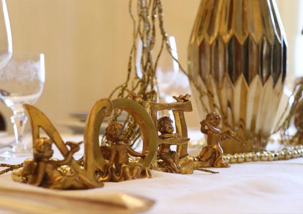 Oro, argento e bianco candido per brillare.