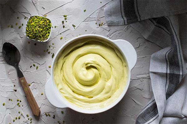 Cannoli con gelato al pistacchio salato