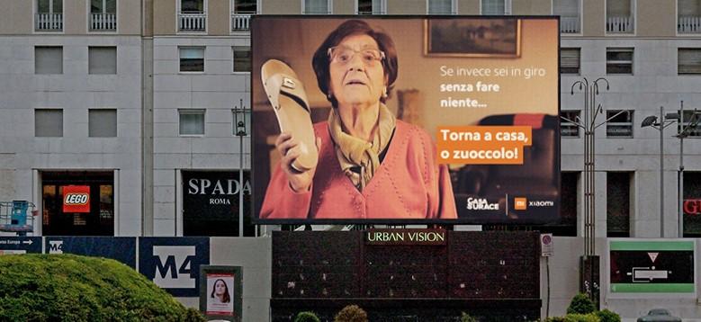 Nonna Rosetta di Casa Surace e Xiaomi collaborano con Urban Vision per la diffusione di un messaggio socialmente responsabile