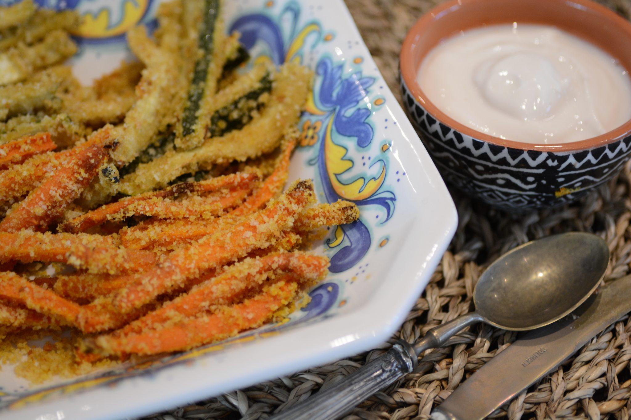 Bastoncini di zucchine e carote con maionese veg