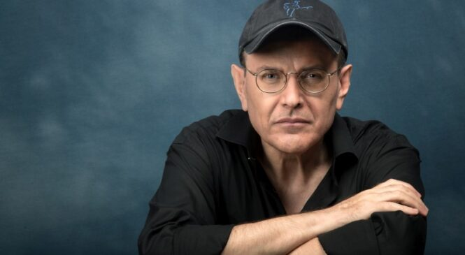 Fabrizio Poggi-L'armonicista eletto artista dell'anno dalla Bluebird Reviews